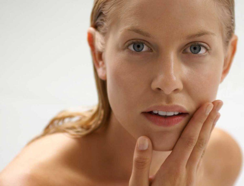 почему кожа лица сухая